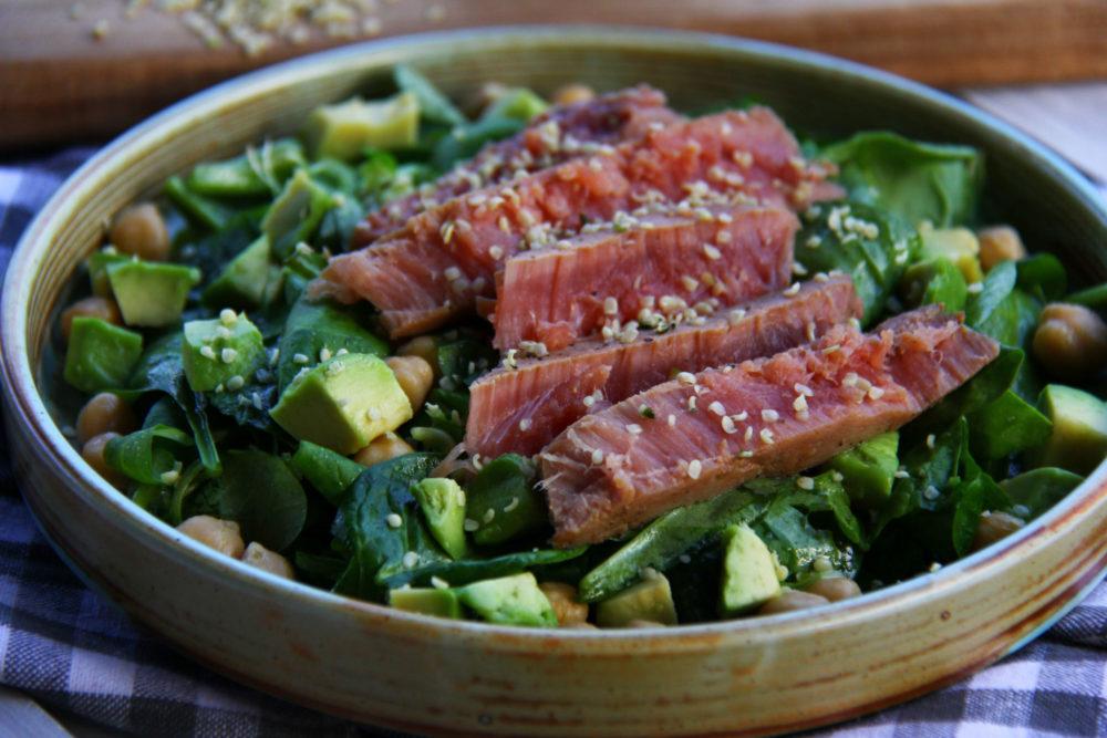 Salata cu ton, naut și avocado